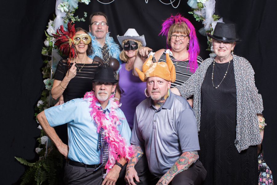 052_luke_sara_wedding_photo_booth
